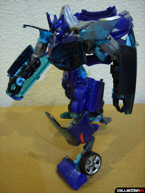 RotF Deluxe-class Autobot Jolt- robot mode posed (1)