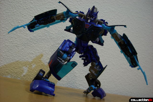 RotF Deluxe-class Autobot Jolt- robot mode posed (2)