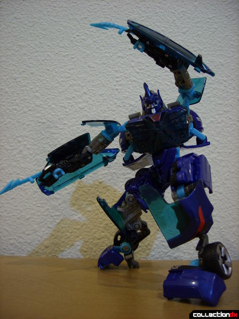 RotF Deluxe-class Autobot Jolt- robot mode posed (3)