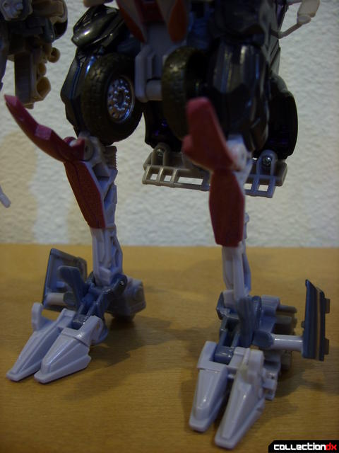 RotF Voyager-class Decepticon Mixmaster- robot mode (legs detail)