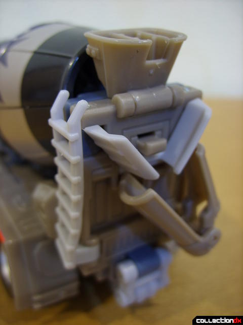 RotF Voyager-class Decepticon Mixmaster- vehicle mode (back details)