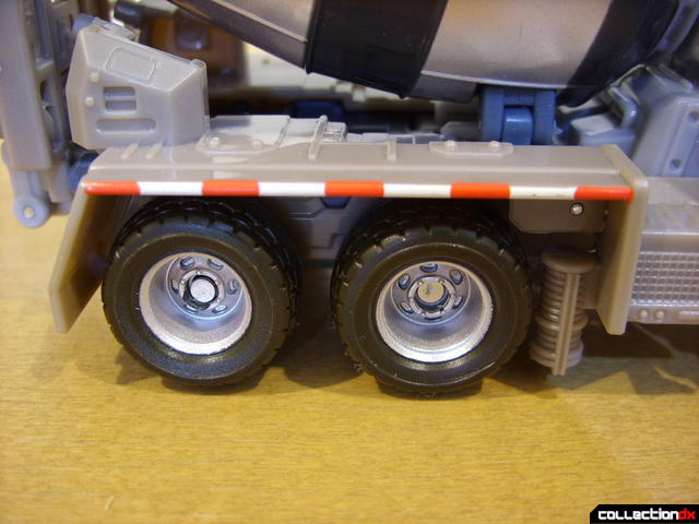 RotF Voyager-class Decepticon Mixmaster- vehicle mode (back-right wheels)