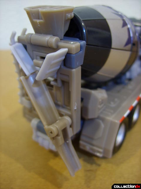 RotF Voyager-class Decepticon Mixmaster- vehicle mode (concrete spout lowered)