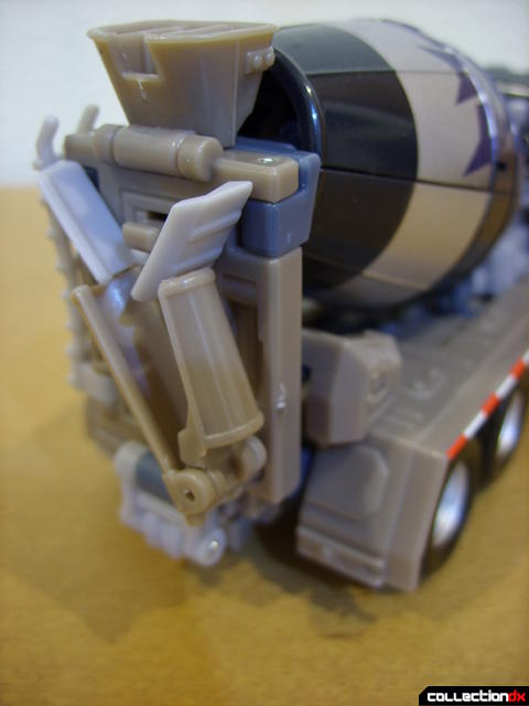 RotF Voyager-class Decepticon Mixmaster- vehicle mode (concrete spout raised)
