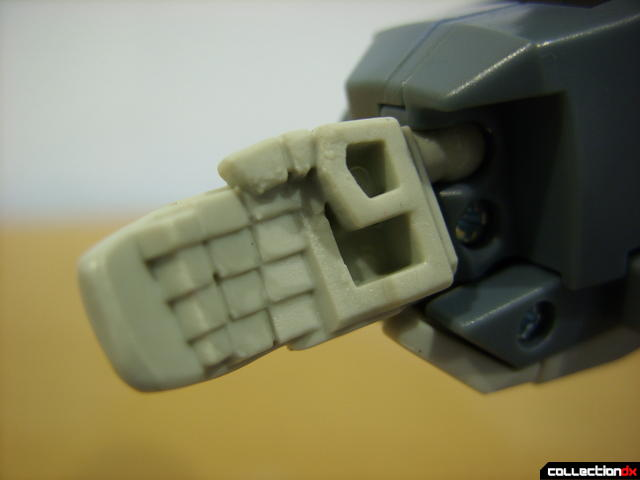 Animated Voyager-class Decepticon Shockwave- Longarm form (right hand detail)
