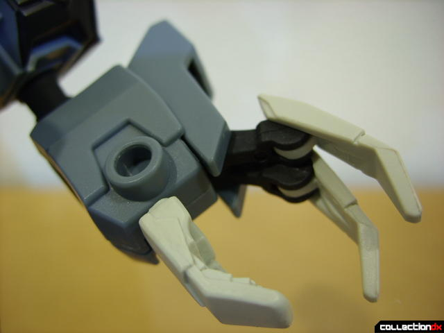 Animated Voyager-class Decepticon Shockwave- Shockwave form (left hand detail)