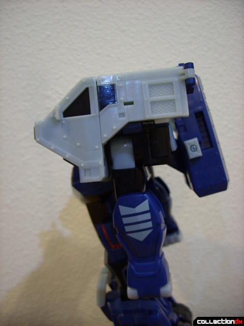 Animated Leader-class Autobot Ultra Magnus- robot mode (arm positioned down)