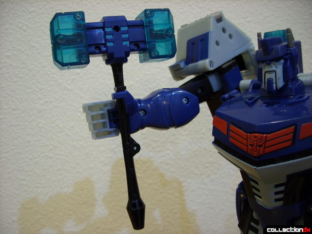 Animated Leader-class Autobot Ultra Magnus- robot mode (holding Magnus Hammer)
