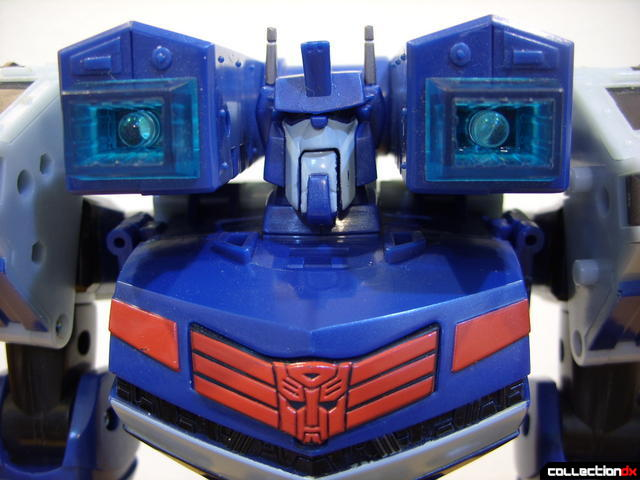 Animated Leader-class Autobot Ultra Magnus- robot mode (lights off)