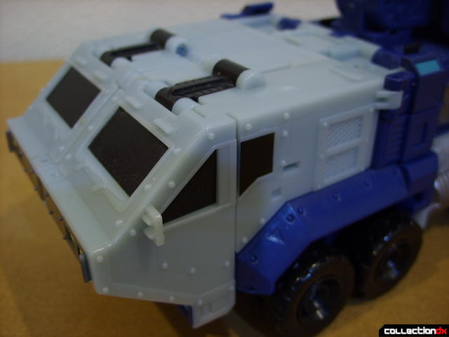 Animated Leader-class Autobot Ultra Magnus- vehicle mode (cab detail)