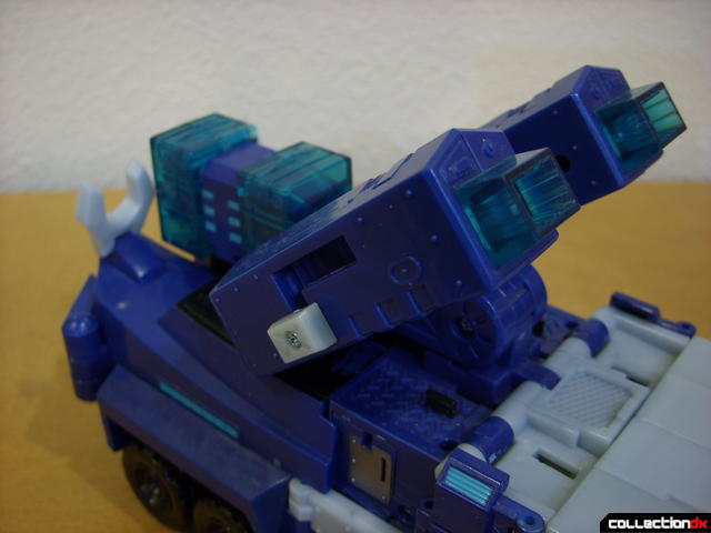 Animated Leader-class Autobot Ultra Magnus- vehicle mode (cannons deployed)