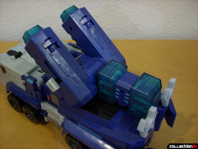Animated Leader-class Autobot Ultra Magnus- vehicle mode (cannons raised, alt view)