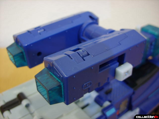 Animated Leader-class Autobot Ultra Magnus- vehicle mode (extending extra cannons)(1)