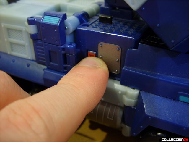 Animated Leader-class Autobot Ultra Magnus- vehicle mode (pressing effects button)