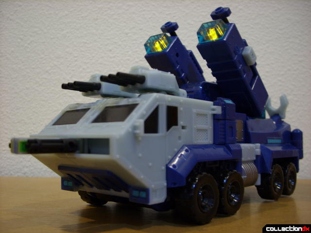Animated Leader-class Autobot Ultra Magnus- vehicle mode (weapons out and lights on)