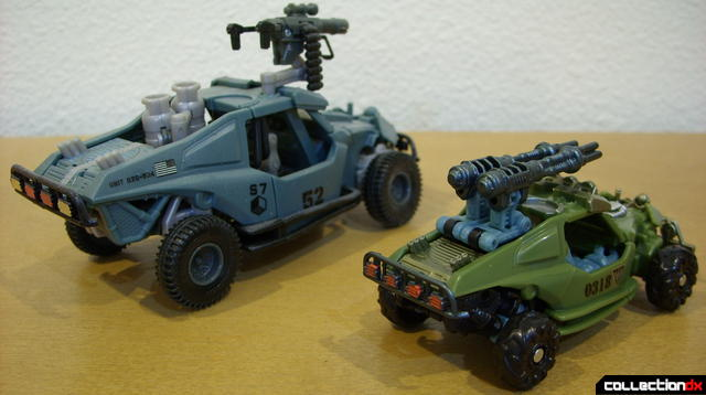 Scout-class Dune Runner (R) and Deluxe-class Landmine (L) in vehicle mode (back)