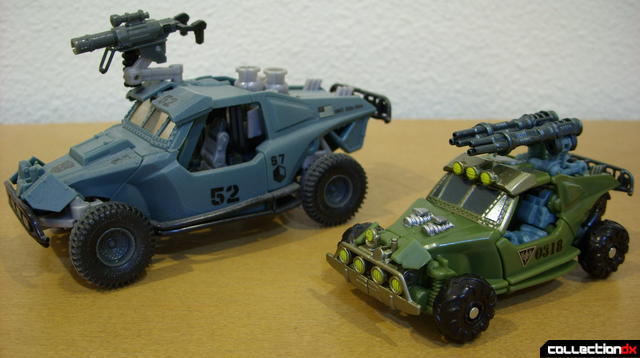 Scout-class Dune Runner (R) and Deluxe-class Landmine (L) in vehicle mode (front)