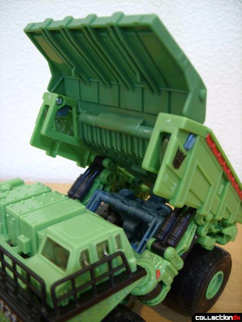 RotF Voyager-class Decepticon Long Haul- vehicle mode (bed detail)(2)