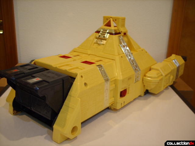 Deluxe Pyramidas The Carrier Zord- Carrier Mode (front)