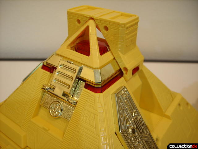 Deluxe Pyramidas The Carrier Zord- Carrier Mode (peak detail)