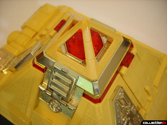 Deluxe Pyramidas The Carrier Zord- Pyramid Mode (jewel covered)