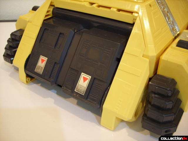 Deluxe Pyramidas The Carrier Zord- Pyramid Mode, surface detailing (3)