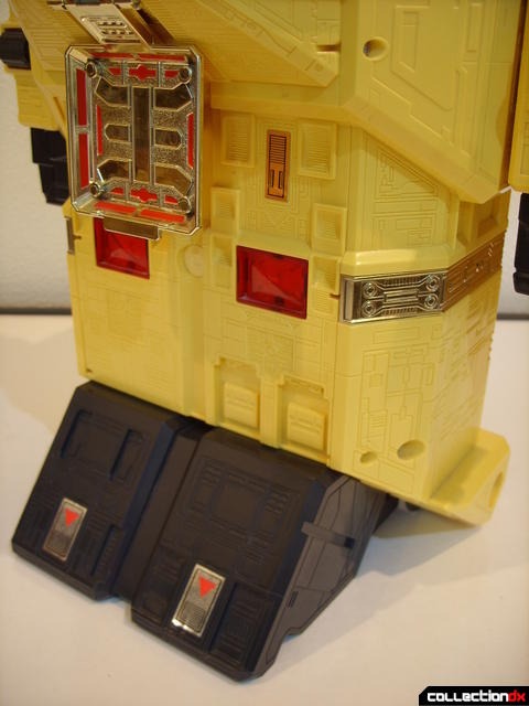 Deluxe Pyramidas The Carrier Zord- Robot Mode (legs, front)