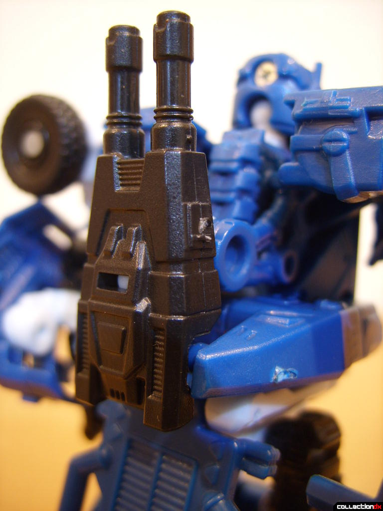 Scout-class Autobot Breacher- Robot Mode (with rifle on back)