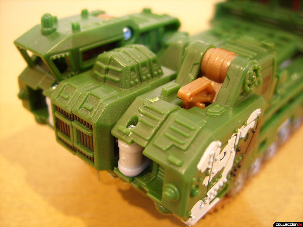 Deluxe-class Decepticon Hailstorm- Vehicle Mode (front detail)