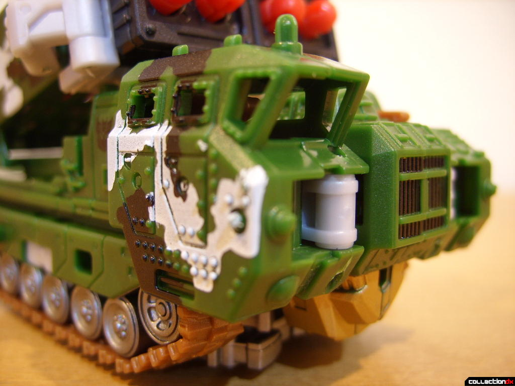 Deluxe-class Decepticon Hailstorm- Vehicle Mode (front detail, window-less cockpit)