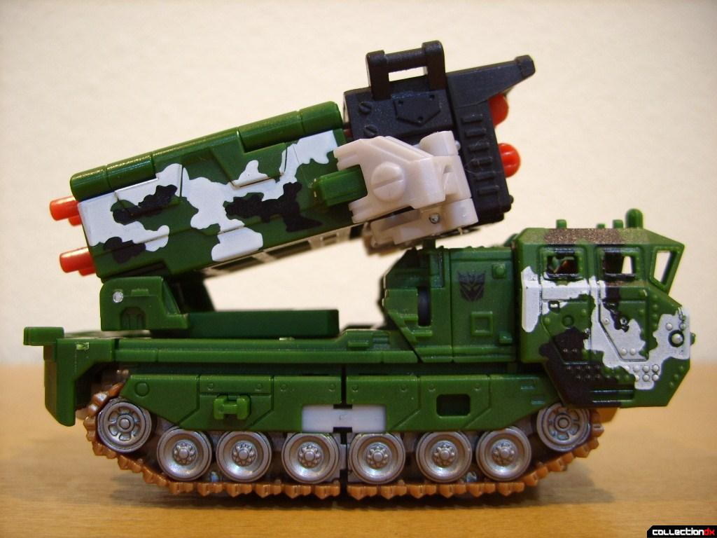 Deluxe-class Decepticon Hailstorm- Vehicle Mode (right profile)