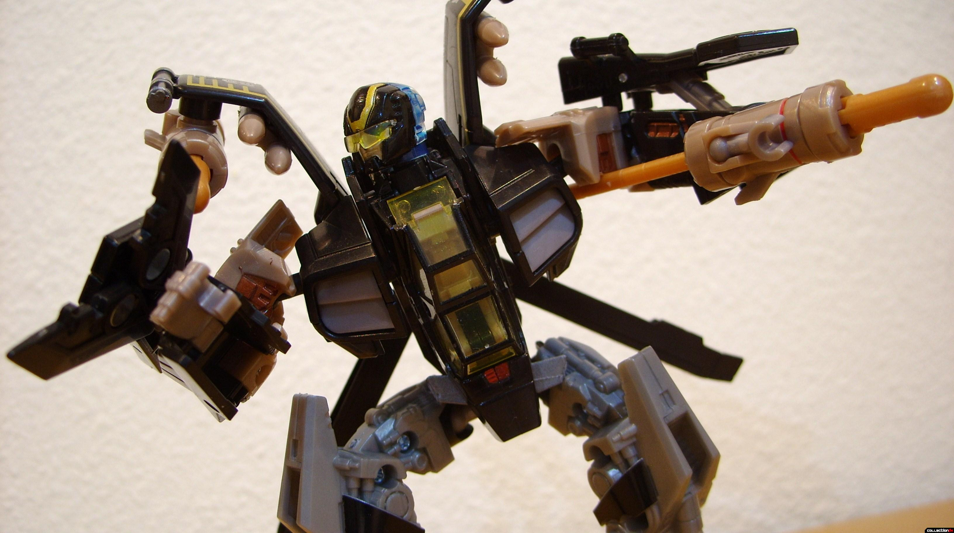 Deluxe-class Autobot Tomahawk- robot mode posed (2)