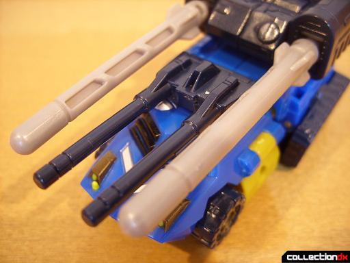 Scout-class Autobot Scattorshot- vehicle mode (rifle fit onto roof)