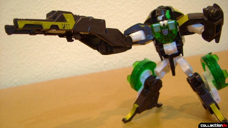 Scout-class Decepticon Ransack GTS- robot mode posed