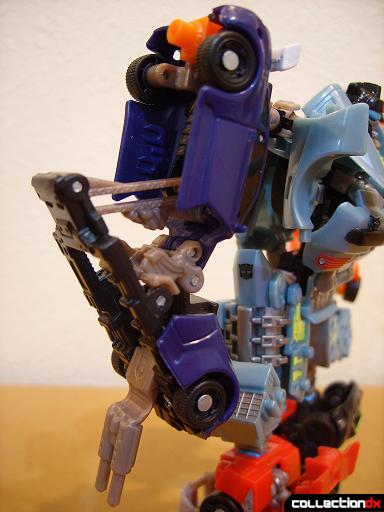 Autobot Double Clutch with Rallybots- Commander Mode (right arm, angle)