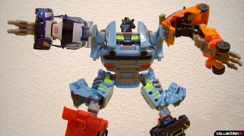 Autobot Double Clutch with Rallybots- Commander Mode posed (2)