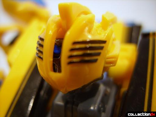 Deluxe-class Battle Blade Bumblebee - robot mode (head, with battle mask lowered)