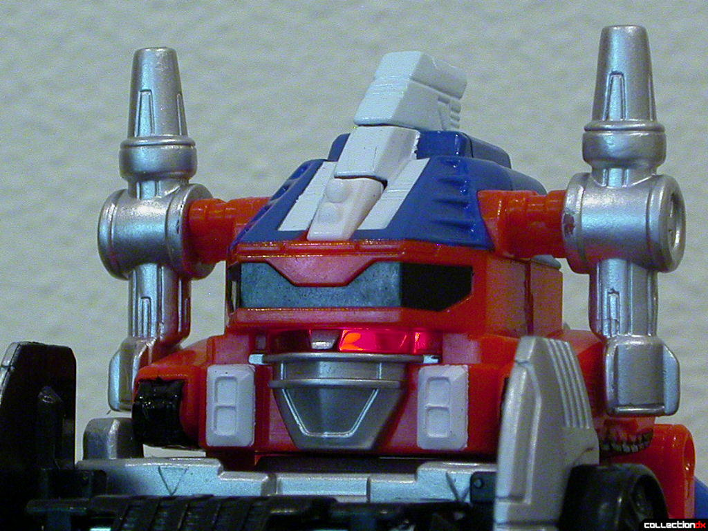 Deluxe DriveMax Megazord- eye light-up feature