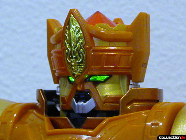 DX Daikenjin Zubaan- head detail (eyes glowing)