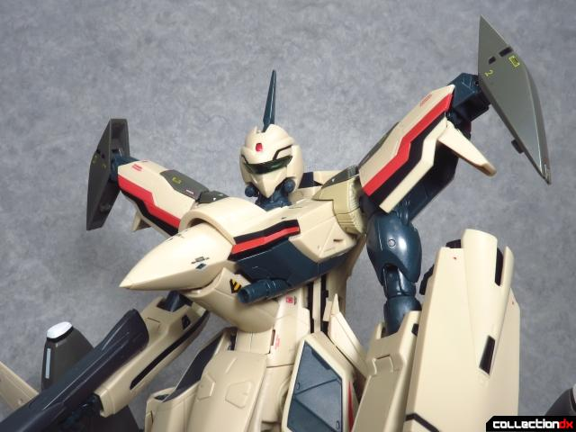 chogokin vf-19 advance 28