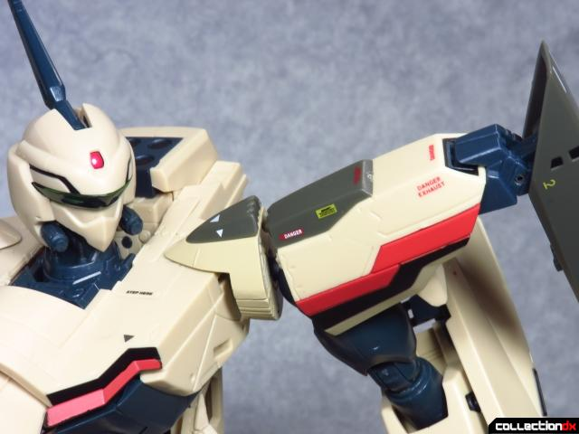 chogokin vf-19 advance 34