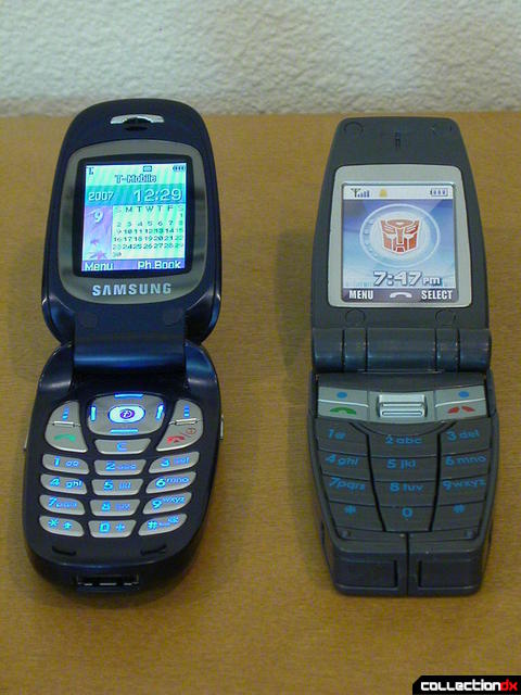 Autobot Speed Dial 800 with real Samsung SGH-E335 (both open)