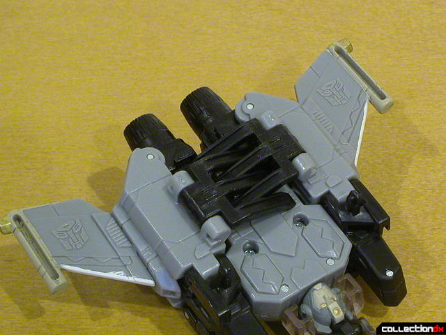 Autobot Skyblast- vehicle mode (claws detail, closed)