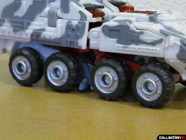 Decepticon Wreckage- vehicle mode (wheels detail)